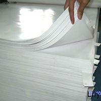 توپ گرانی ها در زمین کاغذ گلاسه